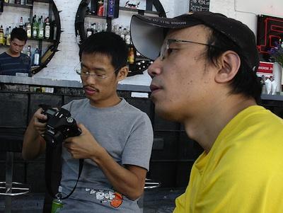 <em>Journalist Ping Ke (im Vordergrund): Wir überwinden, überwinden, überwinden eine Mauer (Foto:LLM)</em>